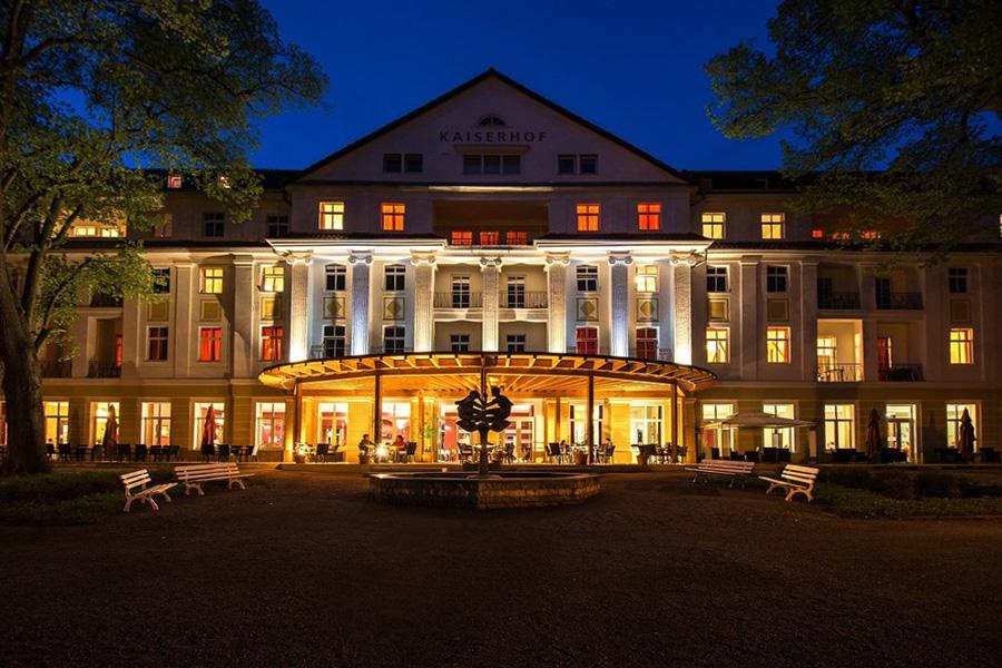 Kulturhotel Kaiserhof am Abend